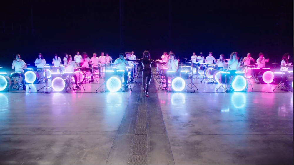 Cool music video with a large studio full of drummers playing the same beat on drum kits that light up – Sweet Nothing – Gabrielle Aplin